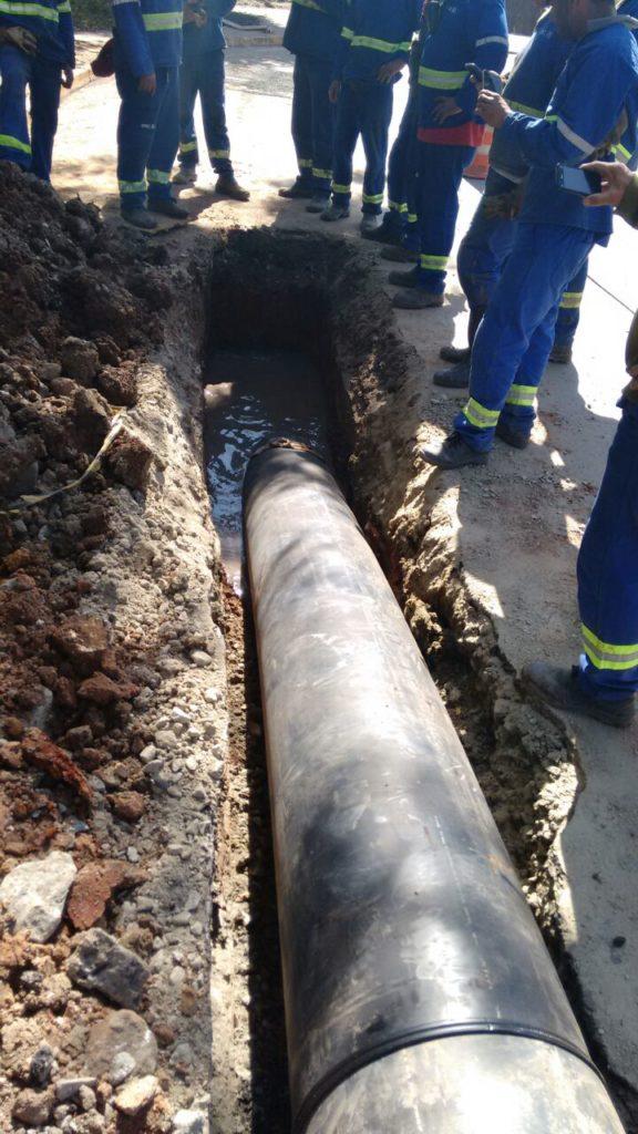 Passagem do tubo camisa DN 500 mm sob linha férrea